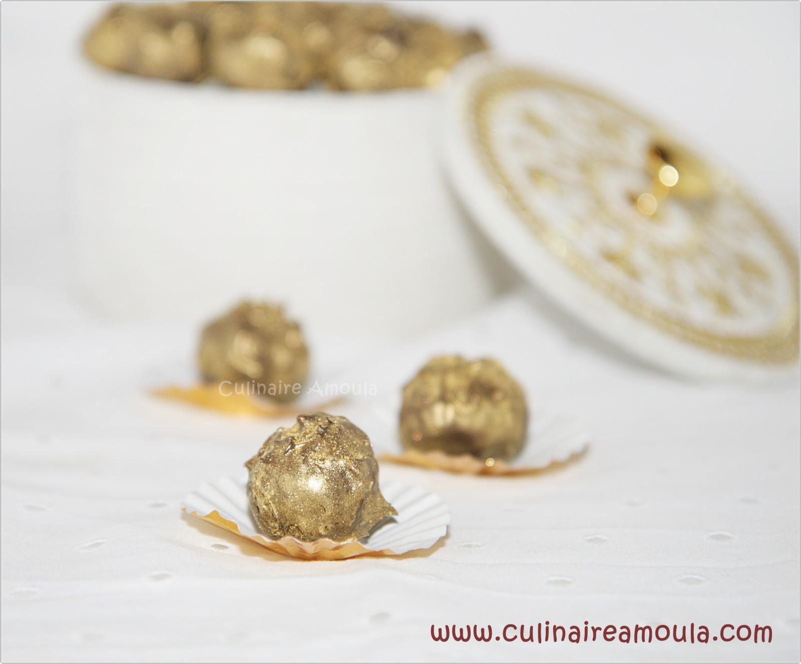 Truffes chocolat, caramel au beurre salé et ananas confits  http://www.culinaireamoula.com/article-truffes-chocolat-caramel-au-beurre-sale-et-ananas-confits-121263845.html