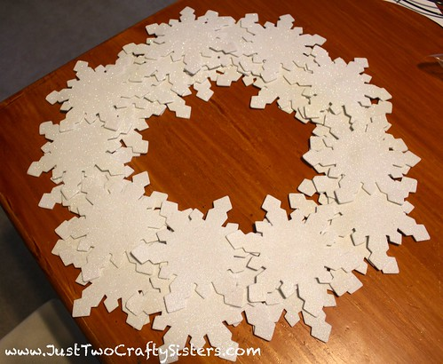 Crafty snowflake wreath tutorial