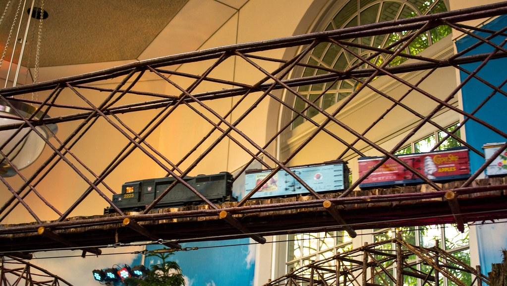 Northern Pacific train on overhead bridge - Nat Botanic Garden - 2013-12-26