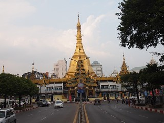 "Bild von Sule Pagoda in der Nähe von Shwedagon Pagoda. travel nature asia flickr yangon culture natuur buddhism temples myanmar birma pagodas rangoon cultuur reizen azië ""paul travel"" arps ""olympus 2013 ""adventure paularps arps"" epl"""