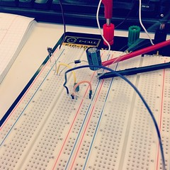 breadboard(1.0), electronic device(1.0), electrical wiring(1.0), line(1.0), electrical network(1.0),