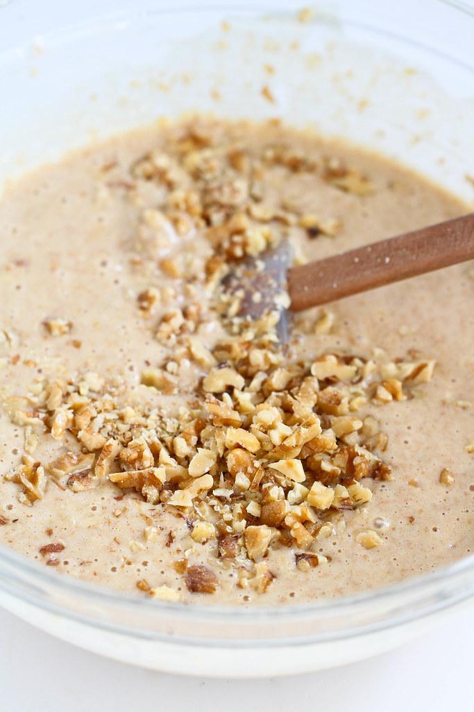 Whole Wheat Banana Waffles Recipes | kickingitin.com #breakfast