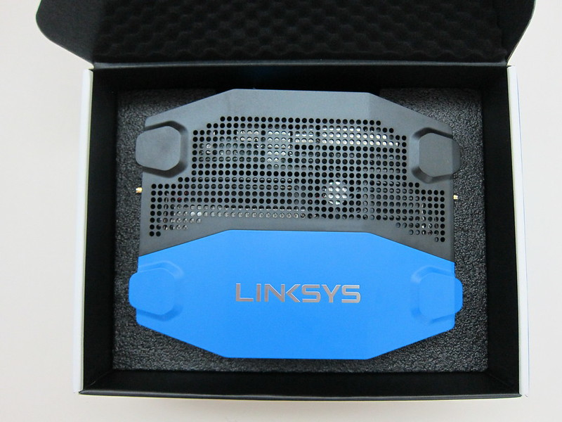 Linksys WRT1900AC - Box Open