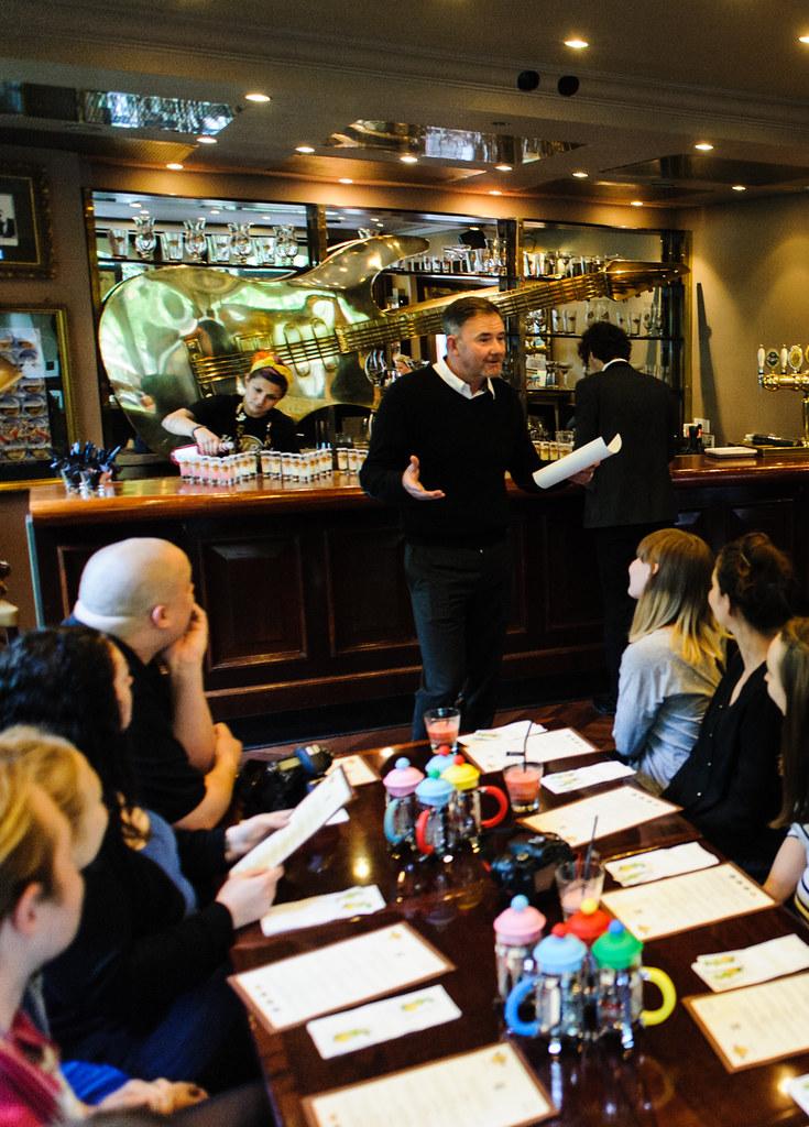 Direktør Dave McBeth byder velkommen Hard Rock Cafe Copenhagen