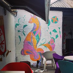 12 hours in the blazing sun yesterday and i'm gonna do it again today! Come down to the #henandchicken  #featherfest today for more music and cider and ale! #grog #fullmetalpaint #illustration #cat #painting #mural