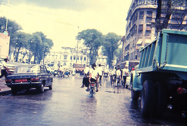 Saigon 1967 - Saigon sidestreet - Nguyễn Huệ - Photo by joel39