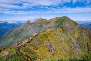 一ノ倉岳・茂倉岳への稜線
