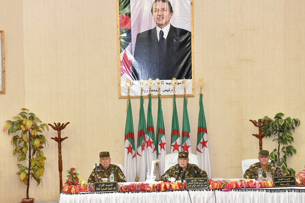 الجزائر : صلاحيات نائب وزير الدفاع الوطني - صفحة 6 30799463452_70e5f5bb1e_b