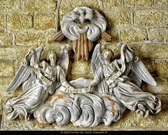 DUN-SUR-MEUSE | Détail supérieur du baptême du Christ (groupe sculpté situé dans les fonts baptismaux de l'église Notre-Dame-de-Bonne-Garde) - Photo of Mont-devant-Sassey