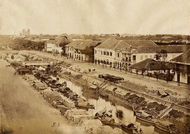 Saigon 1880s - Kinh Lớn, ngày nay là đường Nguyễn Huệ. Trong hình đã có nhà thờ Đức Bà