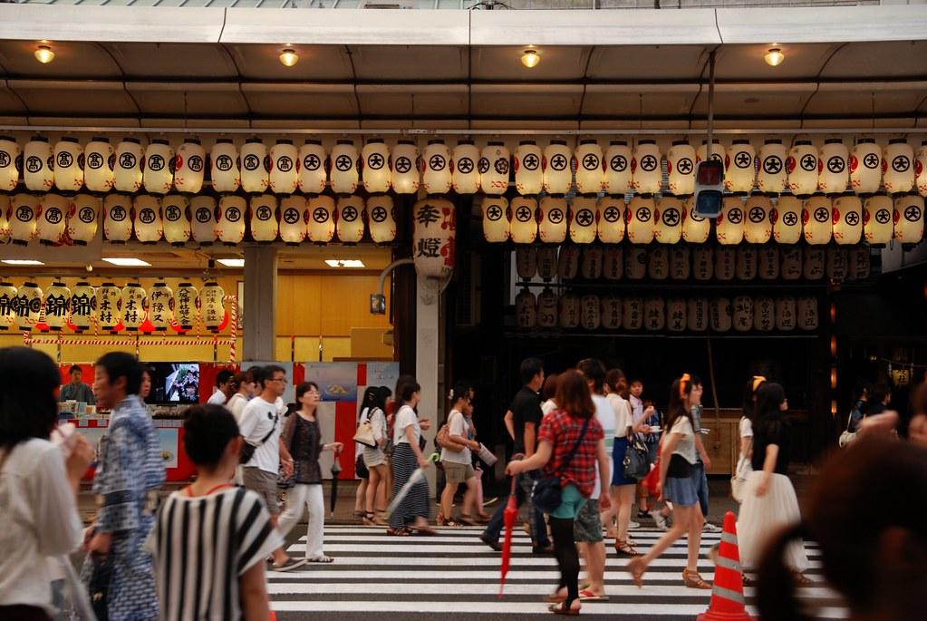 祇園祭でホコ天になった四条通