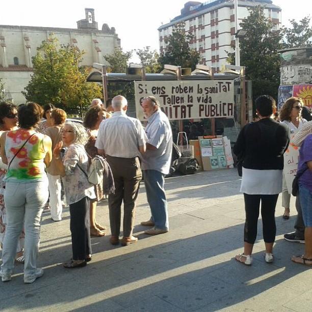 Usuaris i treballadors/es de la sanitat, reprenen la concentració setmanal a davant de la mútua de #terrassa