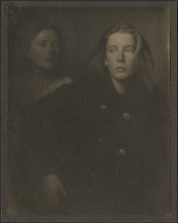 The sisters / Les sœurs