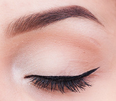 Quick Nude Eyeshadow Tutorial - Eyes Closed
