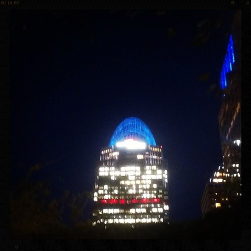 Downtown details. A blue tiara atop Great American Tower at Queen City Square.