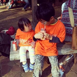 代々木公園一周後の兄妹。