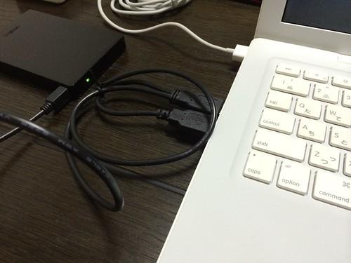 はずした元内蔵HDDディスクをUSBディスクとして接続。Optionキーを押してMacを起動するとディスク選択画面になる。