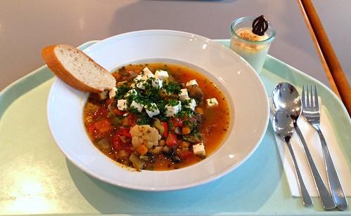 Griechischer Gemüseeintopf mit Schafskäse & Oliven / Greek vegebtable stew with feta & olives