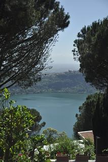 Logo de Nemi - vista do Centro Ad Gentes, Nemi-Itália