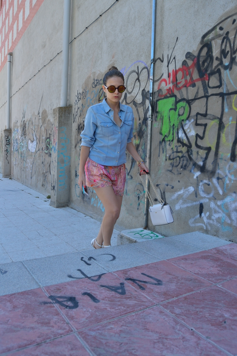lara-vazquez-madlula-blog-fashion-trends-look-spring-coloutful-denim-look