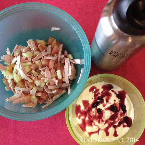 StattKantine 16.07.14 - Wurstsalat, Joghurt mit Kirschmarmelade