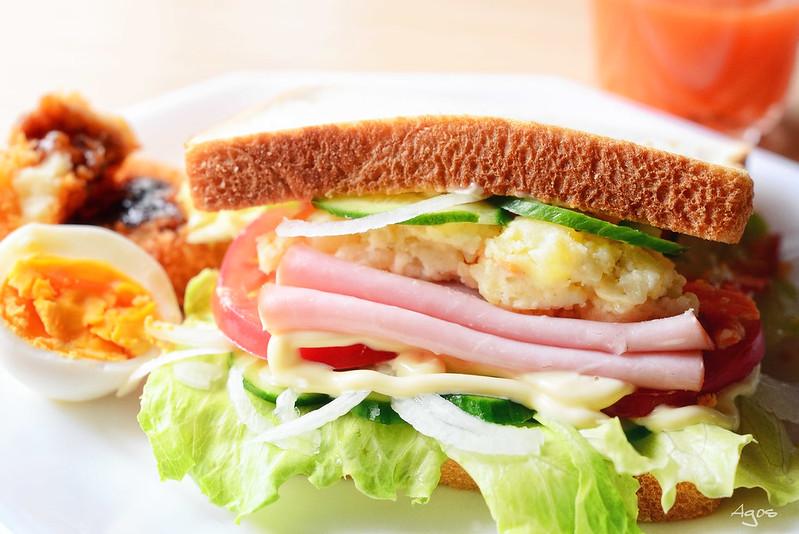 今日のお昼ご飯はサンドイッチ!