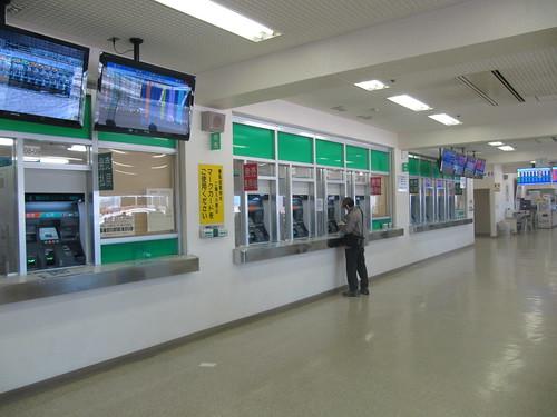 金沢競馬場の指定席内の馬券売場