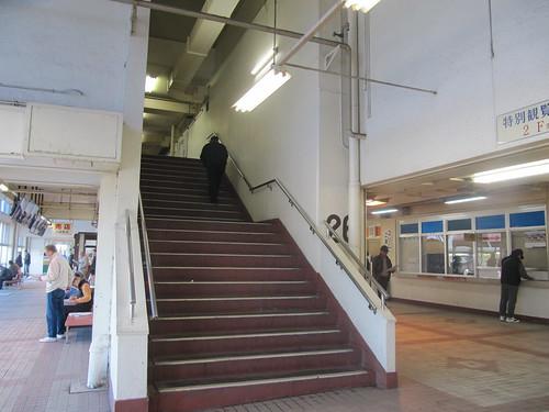 金沢競馬場の2階に上がる階段