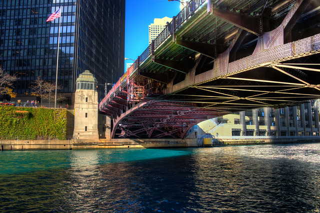 Chicago River dyed blue for Cubs World Series championship parade (Wabash Bridge)