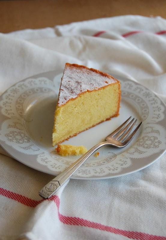 Easy almond cake / Bolo fácil de amêndoa