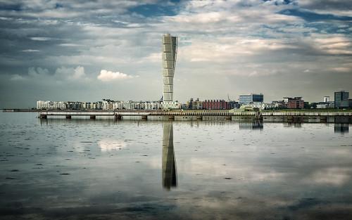 reflection water skyscraper sweden malmö 1610 ribersborg turningtorso västrahamnen photoacute 2013