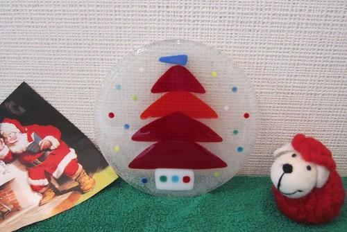 赤いツリーの飾り皿Mサイズ by Poran111