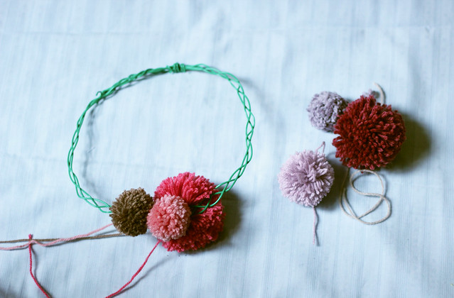 couronne-pompons4