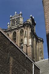 Grote kerk van uit de Dolhuissteeg, Dordrecht