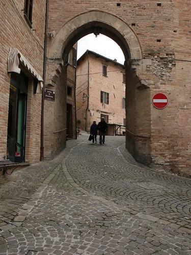Sarnano: una porta delle mura