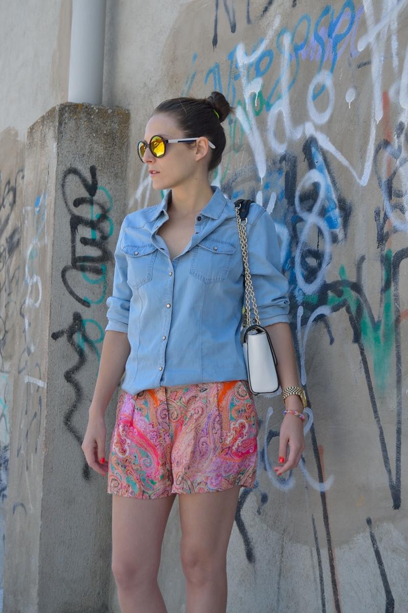 lara-vazquez-madlula-blog-fashion-denim-white-details-color-look