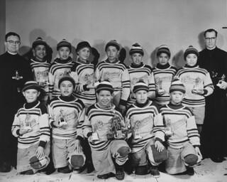 The Indian Residential School hockey team of Maliotenam, Quebec, circa 1950 / L'équipe de hockey du Pensionnat indien de Maliotenam (Québec), vers 1950