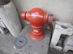 machine(0.0), wheel(0.0), fire hydrant(1.0),