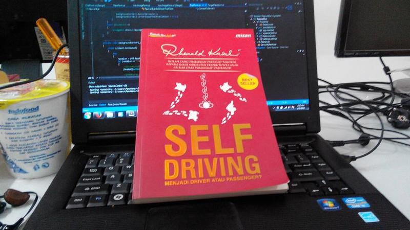 Baca buku: Self Driving