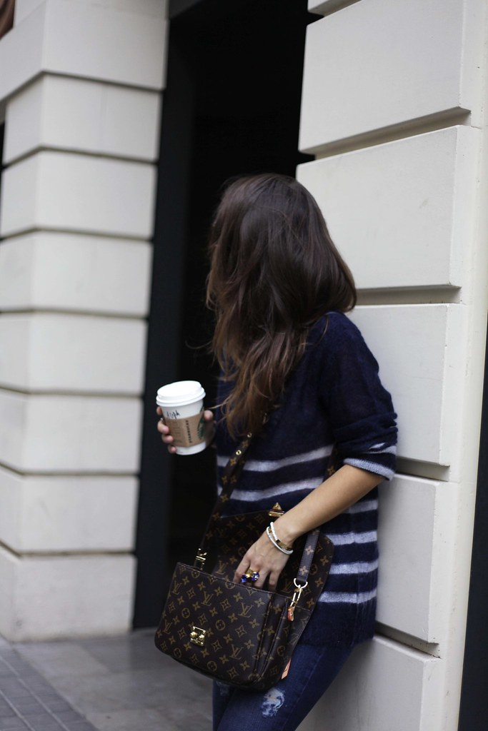 05_CASUAL_OUTFIT_LEOPARD_AND_STRIPES_BLOGGER_BARCELONA_THEGUESTGIRL