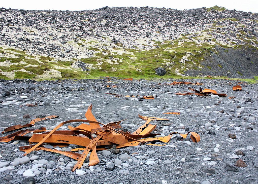 snaefellsnes-peninsula-djupalonssandur-beach-shipwreck