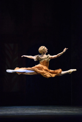 Zenaida Yanowsky in action.