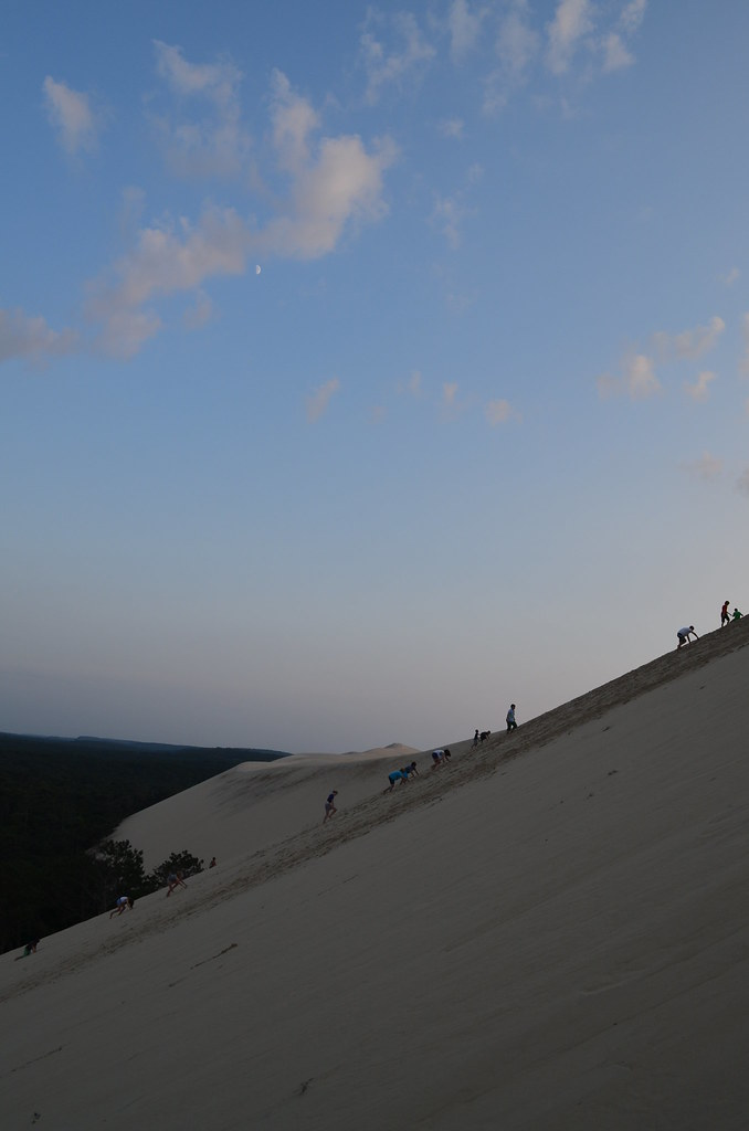 france_dune_du_pyla_duneofpilat_steep_climb_moon