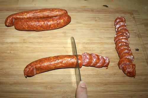 14 - Mettwürstchen in Scheiben schneiden / Cut mettwurst sausages in slices