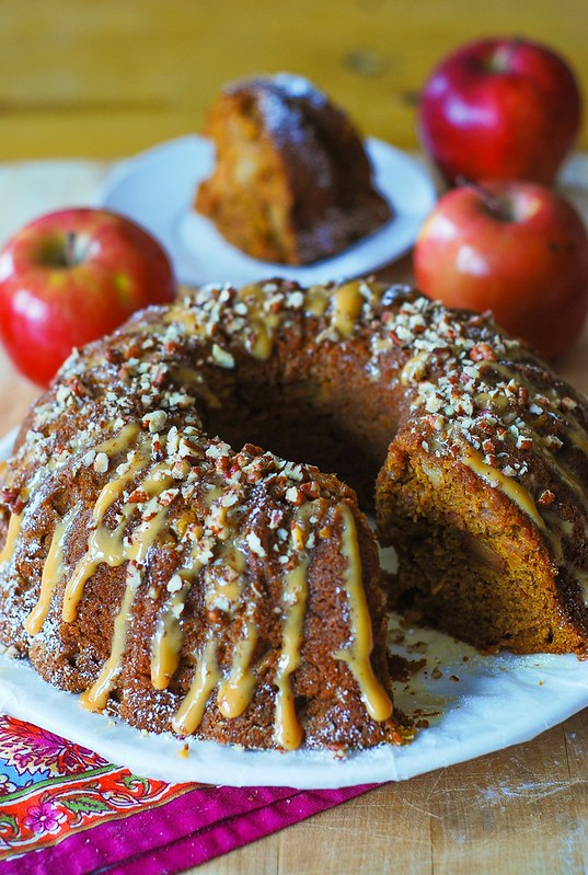 Apple pumpkin bundt cake, pumpkin cake recipes, easy pumpkin cake, thanksgiving cakes, good dessert recipes, simple dessert recipes, easy pumpkin desserts, apple recipes, apple desserts