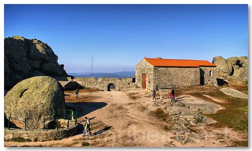 Cisterna e capela de Stª Maria do Castelo by VRfoto