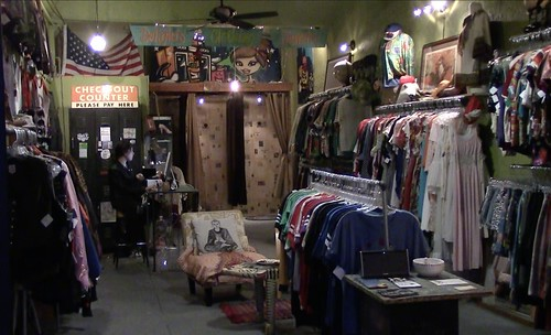 Inside Tela Fiera Vintage Clothing (Hyder, Neon Tommy)