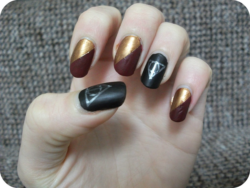 Harry Potter Nail Art Gryffindor Deathly Hallows