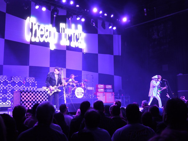土, 2014-02-15 21:37 - Cheap Trick at Wellmont Theater, Montclair, NJ