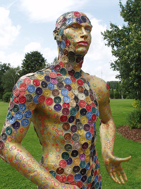 201207190013-bottle-cap-sculpture